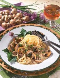 Putenragout mit Pilzen Spaghetti, Low Cholesterol, Ethnic Recipes, Food, Roasted Mushrooms, Pork Cutlets, Popular Recipes, Essen, Meals