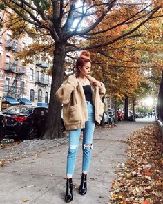 The most typical combo but so comfy 🍂🐻 still my fav fall jacket 🖤 Rock Chic, Rock Style, My Style, Moda Ulzzang, Luanna Perez, Dress Up, Fall Jackets, Grunge Outfits, Winter Outfits