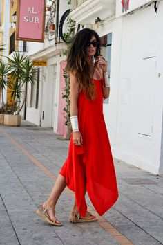 look. I'm so drawn to hippie girl hair, flowing dresses and killer accessories. Cute Red Dresses, Red Summer Dresses, Flowing Dresses, Maxi Dresses, Dress Me Up, Dress Red, Rose Dress, Fashion Images, Holiday Fashion