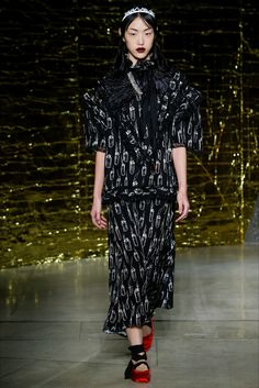 Sfilata Miu Miu Parigi - Collezioni Primavera Estate 2016 - Dettagli - Vogue