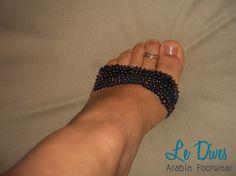 Sapatilha de dança produzida com elástico, lantejoulas e misangas.   Bordada a mão.     2 peças ( 2 de peito do pé)    Pronta entrega.             Preço promocional R$5,00