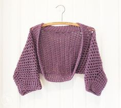 Half sleeve no seam shrug free crochet pattern! Quick and easy to make and looks adorable!