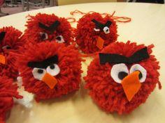 Kässä ja kuvis: Angry birds -tupsut Bug Crafts, Diy And Crafts, Crafts For Kids, Arts And Crafts, Pom Pom Crafts, Angry Birds, Diy For Kids, Fiber Art, Textiles