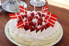 Mango- og passionsfrugtlagkage med marengslåg - B-day cake - som skal prøves (;