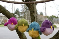 Birds made ??by Bloomin 'Workshop. Click link under image and it will take you to the pattern which is in English. I love these little chubby birds! �_(?)_/�.