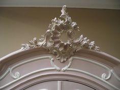 Rococo moldings. Ostentatious or decorative?