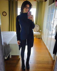 #DianaDelBufalo Diana Del Bufalo: Sembro un'universitaria! #nonandrómaialluniversità ps: tranquilli magno come un porco, è lo specchio di mia madre che sfina da morire!