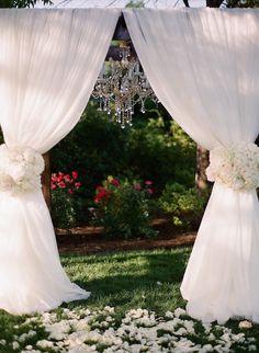 Photo: Almond Leaf Studios; Stunning outdoor wedding ceremony