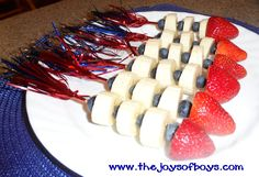 This 4th of July Fruit rocket would be the hit of a summer BBQ!  This patriotic food is easy to make and a great way to get kids(and adults) to eat their fruit.