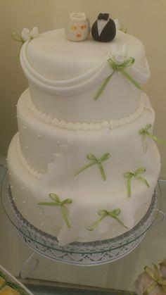 bolo de casamento (detalhes em fita de cetim)