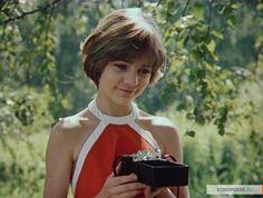 15. Гостья из будущего- Алиса Селезнёва , и книга и фильм - тёплый, счастливый, и сейчас при просмотре уносит меня в детство.