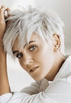 Short Choppy Hair, Short Grey Hair, Short Hair With Bangs, Short Hair Cuts For Women, Pixie Hairstyles, Hairstyles With Bangs, Cool Hairstyles, Hairdos, Medium Hair Cuts