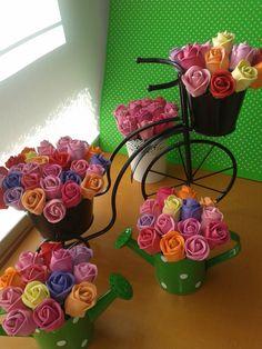 Un jardin de bolígrados rosas en goma eva
