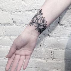 "6,824 Beğenme, 60 Yorum - Instagram'da Tattoo Artist (@anna_bravo_): ""Cover up. Перекрыли листиками надпись . #inkedgirls #inked #camelia #cameliatattoo#tattoo #tats…"""