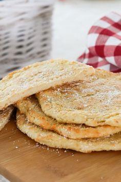 Perunarieskat on nopea valmistaa, jos muusi on valmiina. Kurkkaa gluteeniton resepti! #leivonta #gluteeniton #gluteenittomat leivonnaiset #rieska #perunarieska #gluteeniton leipä Breads, Ethnic Recipes, Food, Chef Recipes, Cooking, Bread Rolls, Essen, Bread, Meals