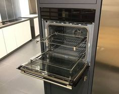 The new 60cm Multifunction Pyro Electronic Self Cleaning oven from Fulgor Milano! Available in stainless steel or black. A stylish addition to your kitchen