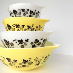 Vintage Pyrex Cinderella Nesting Mixing Bowls in Yellow Gooseberry- Set of 4