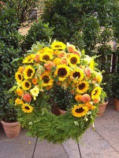 Blumen-Heimerdinger.de League Of Legends Memes, Sympathy Flowers, Funeral Flowers, Flower Arrangements, Floral Wreath, Hearts, Gardening, Wreaths, Floral Arrangements