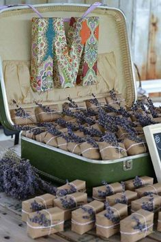 Love the brown paper packaging and the sprigs of lavender tied on. These would be good for a welcome box/bag. Hate the ugly M!