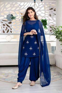 #patiala #fashion #indianwear Patiala Suit Designs, Kurta Designs Women, Kurti Designs Party Wear, New Kurti Designs, Stylish Dresses For Girls, Stylish Dress Designs, Designs For Dresses, Casual Indian Fashion, Indian Fashion Dresses