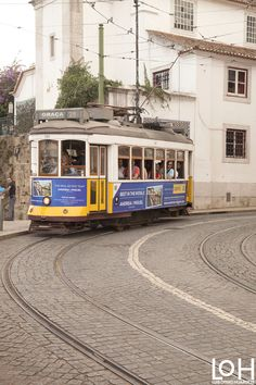 #Lisboa, #Portugal. Fotografía de Luis Otero Huarotte / #atardecer #sunset #paisaje #callesdelisboa #lisboastreet #lisboastreets #lisboalife #tranvia #tramway #streetphotography #streetcars #streetcar #tramways #tramlines #tramline #portugalphotography