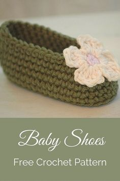 Free crochet pattern - cute baby shoes and crochet flower. By Posh Patterns.