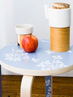Wallpapered table top...love! #usesforwallpaper