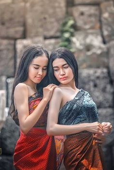 Best 12 cambodia – Page 338684834477342966 Traditional Thai Clothing, Traditional Fashion, Traditional Dresses, Beautiful Asian Girls, Gorgeous Women, Thai Brides, Asian Fashion, Girl Fashion, Model Kebaya