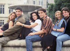 "Watch ""Friends"" Cast Behind the Scenes in 1994.  - Assista aos vídeo dos bastidores da primeira temporada Friends, o fenômeno mundial, comemora hoje, 22 de setemb. E! Online Brasil"