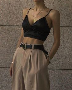 Top 10 Women's Fashion Style Trends for Summer 2019 Look Fashion, 90s Fashion, Fashion Outfits, Womens Fashion, Fashion Trends, Types Of Fashion, Fashion Clothes, Fashion Boots, Mode Outfits