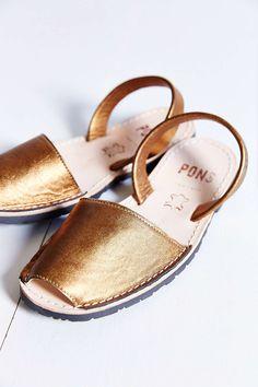 PONS AVARCAS Metallic Sandal