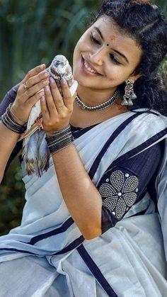 Beautiful Girl Indian, Beautiful Saree, Beautiful Women, Indian Actress Photos, Indian Actresses, Desi Girl Selfie, Hand Painted Sarees, Wedding Photoshoot, Girl Face