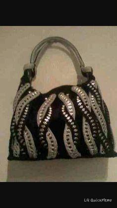Black and tan recycled pop tabs handbag It Bag, Crochet Handbags, Crochet Purses, Soda Tab Crafts, Tape Crafts, Pop Top Crochet, Pop Tab Purse, Pop Can Tabs, Aluminum Can Crafts