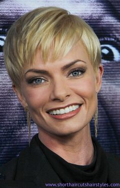 Jaime Pressly Short Haircuts   Jaime Pressly with Blonde Pixie Cut