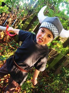 50 halloween crafting ideas for kids!DIY Halloween costumes for kidsno sewing necessary! internet at large there are so many great ideas for DIY Halloween costumes out there. Baby Skunk Costume, Baby Owl Costumes, Cute Baby Halloween Costumes, Panda Costumes, Toddler Costumes, Diy Costumes, Diy Halloween, Costume Ideas, Spooky Costumes