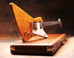 WOW the vintage gibson guitar are really awesome Gibson Electric Guitar, Vintage Electric Guitars, Gibson Guitars, Fender Guitars, Vintage Guitars, Bass Guitars, Acoustic Guitars, Guitar Amp, Cool Guitar