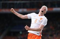 Davy Klaassen heeft zijn eerste basisoptreden voor het Nederlands elftal met een doelpunt bekroond. De middenvelder van Ajax zorgde dinsdagavond in zijn tweede interland voor de 2-0 in de oefenwedstrijd tegen Spanje.