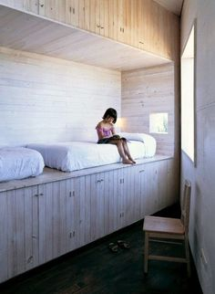 Favorites: Creative Beds for Children japanese built in bed for two with lots of storage underneathjapanese built in bed for two with lots of storage underneath Interior Flat, Interior Design, Kid Beds, Bunk Beds, Creative Beds, Built In Bed, Deco Design, My New Room, Kids Bedroom