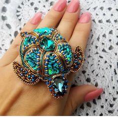 Автор @vitash_tatiana   〰〰〰〰〰〰〰〰〰〰〰〰〰〰 По всем вопросам обращайтесь к авторам изделий!!!  #ручнаяработа #брошьизбисера #брошьручнойработы #вышивкабисером #мастер #бисер #handmade_prostor #handmadejewelry #brooch #beads #crystal #embroidery #swarovskicrystals #swarovski #купитьброшь #украшенияручнойработы #handmade #handemroidery #брошь #кольеручнойработы #кольеизбисера #браслеты #браслетручнойработы #сутажныеукрашения #сутаж #шибори #полимернаяглина #украшенияизполимернойглины