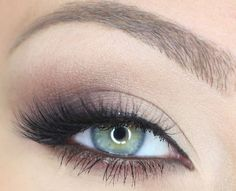simple makeup, green eyes. love it