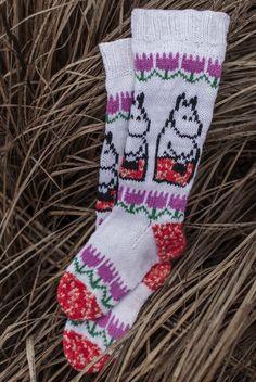 Moomin x Novita - Moominmamma's warm accessories Fair Isle Knitting, Knitting Socks, Baby Knitting, Tove Jansson, Dk Weight Yarn, Patterned Socks, Wool Socks, Moomin, Hobbies And Crafts