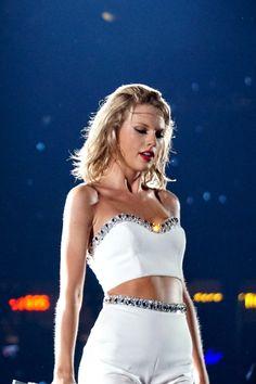 Taylor Swift So Hot & Talented Taylor Swift Hot, Taylor Swift Concert, Live Taylor, Taylor Swift Style, Taylor Swift Meme, Taylor Swift Fearless, Taylor Swift Wallpaper, 1989 Tour, Taylor Swift Pictures