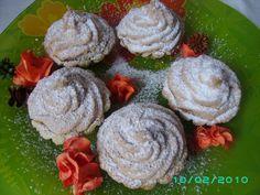 Cosulete cu nuca si dulceata de merisoare