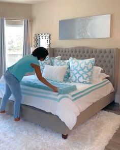 Kerry at Popsofcolorhome knows how to make a bed Z Gallerie style. Get bright su. - Kerry at Popsofcolorhome knows how to make a bed Z Gallerie style. Get bright summer bedroom stylin - Bedroom Bed Design, Home Decor Bedroom, Modern Bedroom, Turquoise Bedroom Decor, Romantic Bedroom Design, Simple Bedroom Design, Bedroom Neutral, Bedding Master Bedroom, King Bedroom