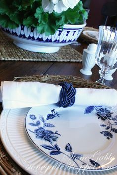 Outdoor Table Settings, Outdoor Tables, Dinning Table, A Table, Candle Centerpieces, Keep It Simple, Tablescapes, Plates, Table Decorations