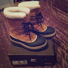 ❄️Sorel Caribou winter boots❄️ Amazing winter boots in excellent condition!! These boots have been worn maybe a total of three times! Heavy duty boots for the chilly winter months. Waterproof. Fur lining. Please ️️ and trades. Any questions, please don't hesitate SOREL Shoes Winter & Rain Boots