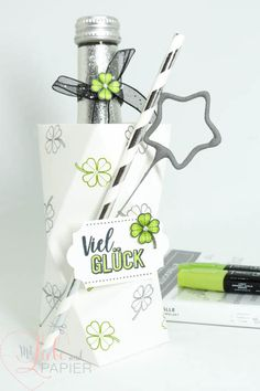 Stampin 'Up! Berlin New Year lucky falls bottle wrap decoration gift 4 mitliebeundpapier . Stampin Up Ostern, Berlin Blog, Diy Crafts To Do, Envelope Punch Board, Floral Letters, Bottle Packaging, Pink Lipsticks, Mothers Day Crafts, Dollar Store Crafts