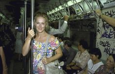 Meryl Streep riding the New York City subway in August 1981. /// 19 photos that will transport you to the 80s!