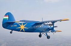 Antonov An-2 - Produit à plus de 18 000 exemplaires,  l'AN-2 a été déclaré 2e avion le plus produit de tous les temps. | Il fit son premier vol le 31 août 1947. | De nombreux exemplaires sont aujourd'hui encore en état de vol... | Il a été baptisé Colt dans la codification OTAN. Wikipédia et www.genantonov.org/