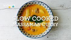 Throw this yummy curry into the slow cooker in the morning and not only will dinner be ready when you walk back in the door, but your house will also smell of delicious home-cooked food. Slow Cooker Freezer Meals, Healthy Slow Cooker, Slow Cooker Recipes, Beef Recipes, Crockpot Dishes, Lunch Recipes, Recipies, Slow Cooker Massaman Curry, Slow Cooked Chicken
